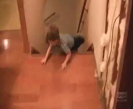 Стремительный спуск по лестнице (914.792 KB)