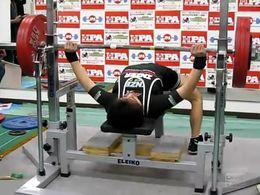 Нереальный вес в 185 кг для такой комплекции спортсмена (2.617 MB)