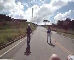 Падение скейтера на большой скорости (2.920 MB)