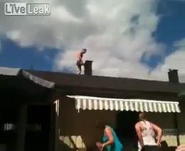 Прыжок в бассейн с крыши (1014.827 KB)