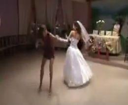 Зажигательный танец на свадьбе (4.238 MB)