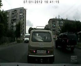 Таксист захотел поговорить с битой в руках (9.072 MB)