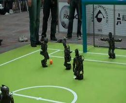 Роботы-футболисты
