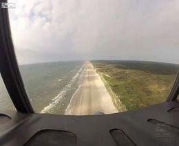 Посадка C-130 на берег океана (3.017 MB)