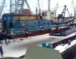 Огромный кран упал в казанском порту (8.707 MB)