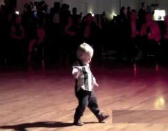 2-летний мальчик жжот (10.242 MB)