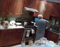 Бабушка случайно подожгла халат (1.121 MB)