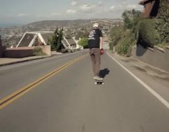 Быстрый спуск на скейтборде (13.406 MB)
