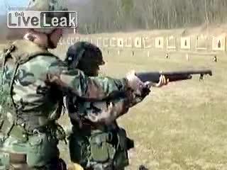 Девушка стреляет (5.189 MB)