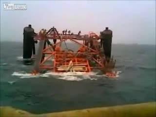Крушение нефтяной платформы (2.646 MB)