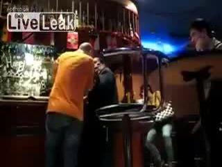 Подрались в баре (5.986 MB)