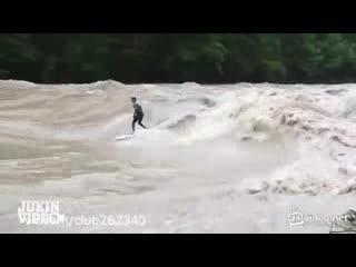 Очень опасный серфинг (4.088 MB)