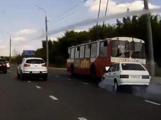Прилетел в автобус (1.552 MB)