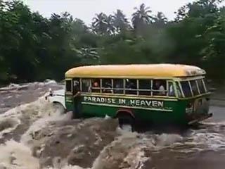 Автобус смыло (2.154 MB)