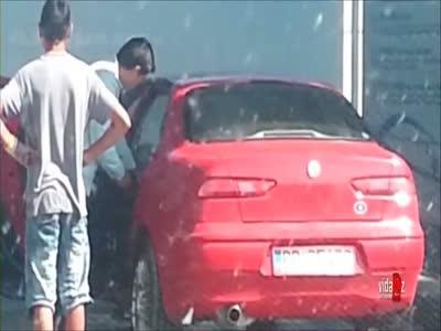 Идиот решил помыть машину (5.654 MB)