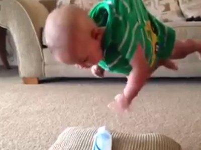 Малыш хочет молочка (427.980 KB)