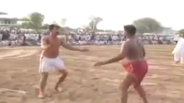 Эпическое сражение мастеров пощечин в Индии (11.189 MB)
