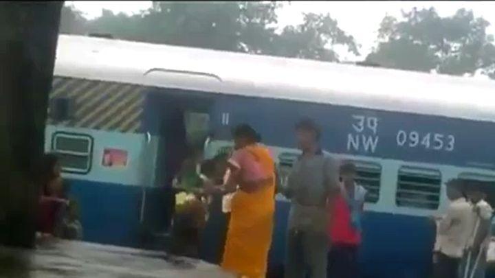 Индийская женщина против мужика (2.232 MB)