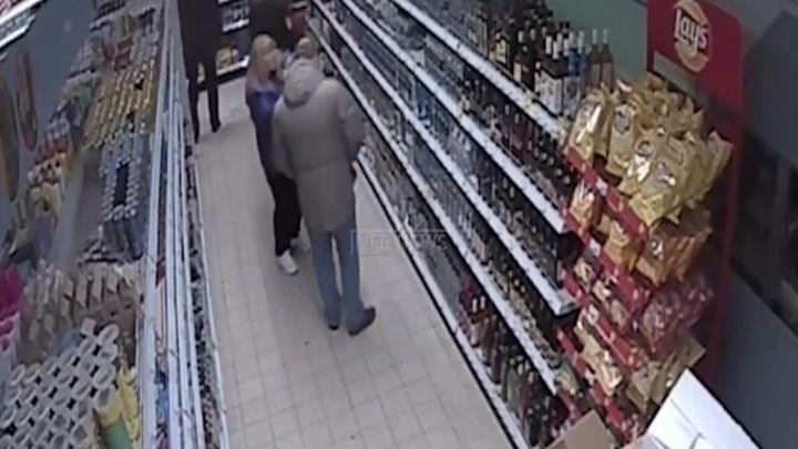 Полицейский украл водку и подрался с охранником (6.293 MB)