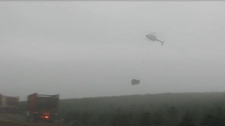 Погрузка елок с помощью вертолета (7.862 MB)