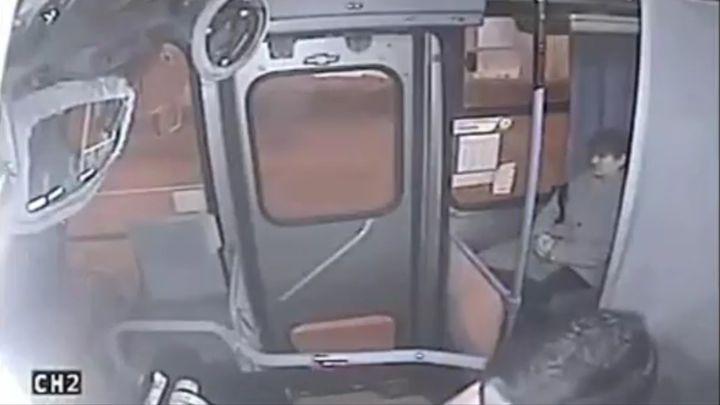 Неудачная попытка кражи в автобусе (7.989 MB)