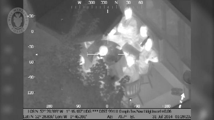 Посветил лазерной указкой в полицейский вертолет (8.534 MB)