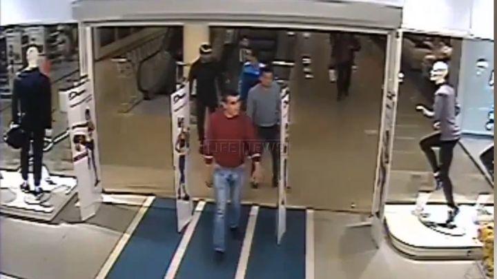 Грабитель атаковал охранника магазина (3.734 MB)