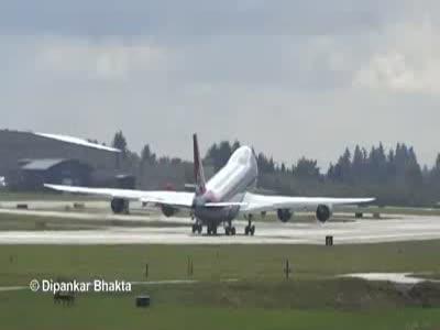 Странный взлет самолета (3.074 MB)