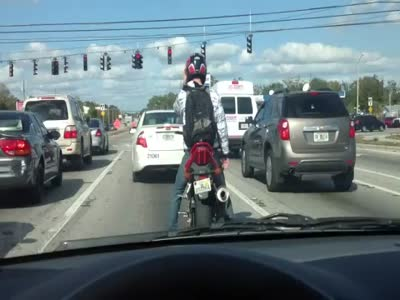 Мотоциклист решил потанцевать (3.251 MB)
