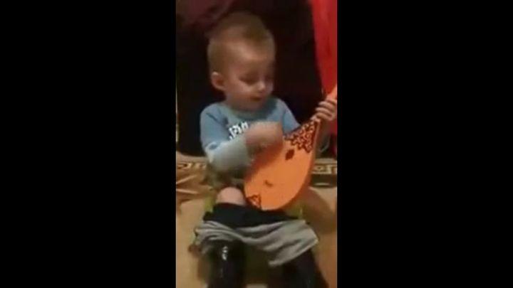 Будущий рок-музыкант (3.412 MB)