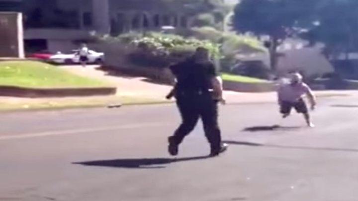 Неудачная попытка поиздеваться над тучным полицейским (9.370 MB)