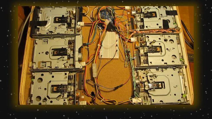 Мелодия на флоппи-дисководах (11.097 MB)