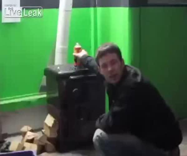Пьяный парень закинул баллончик в печку (8.508 MB)