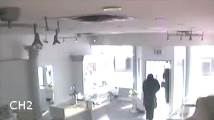 Ограбили магазин, прикинувшись мусульманками (2.136 MB)