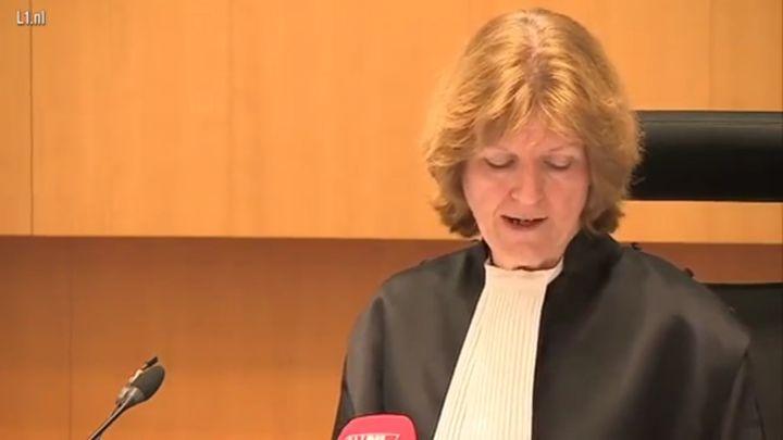 Отец погибшей девочки кинул в судью стул за слишком мягкий приговор (2.994 MB)