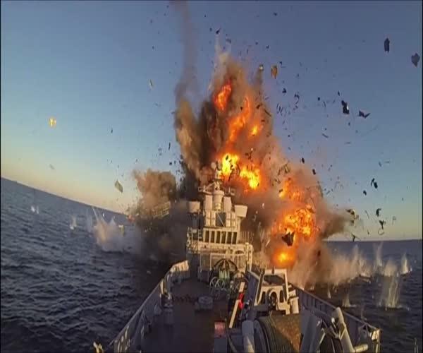 Уничтожение списанного корабля (11.946 MB)