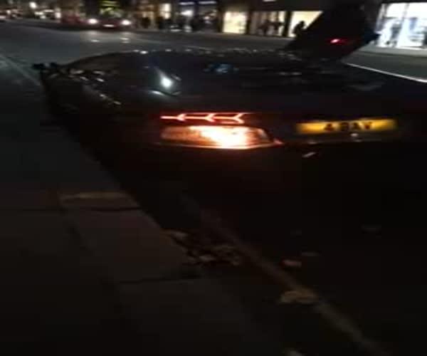 Lamborghini Aventador неожиданно загорелся (2.945 MB)