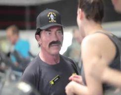 Арнольд устроился на работу в спортзал (10.958 MB)