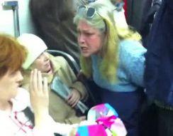 Сумасшедшая женщина в метро (13.765 MB)