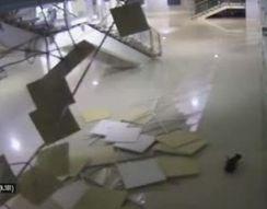 В конькобежном центре Адлера обрушился потолок (1.839 MB)