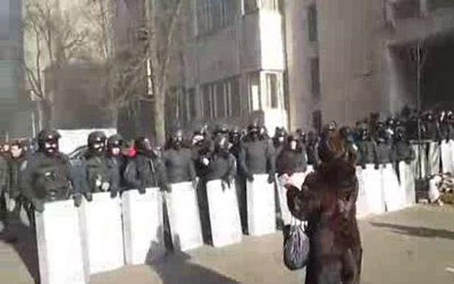 Милиционеры освистали Кличко (2.559 MB)