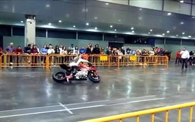 Мотоцикл убежал от хозяина (7.402 MB)