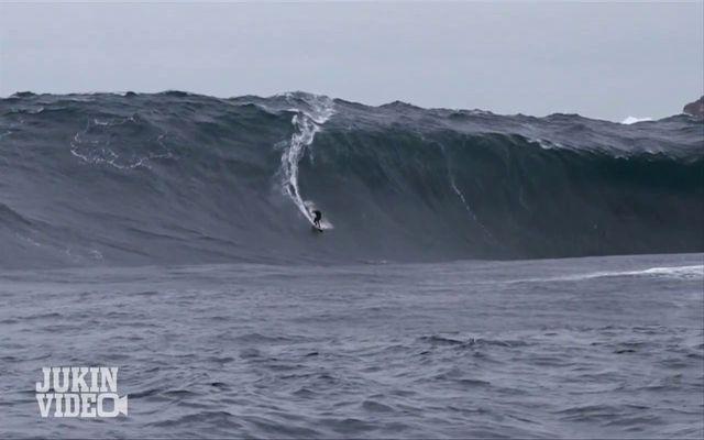 Серфинг на огромной волне (7.331 MB)