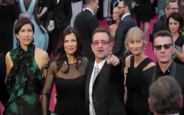 Актер Бенедикт Камбербэтч троллит солиста U2 (1.738 MB)
