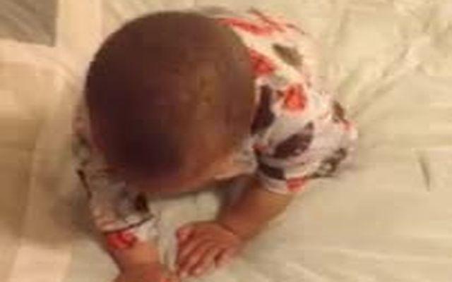 Малыш просыпается и танцует (1.244 MB)