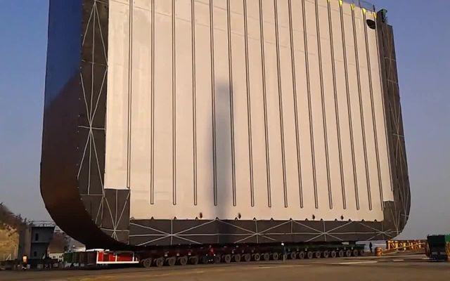 Перевозка огромной секции судна (4.035 MB)