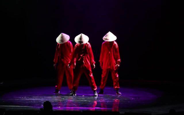 Крутой танец на сингапурском фестивале (11.191 MB)