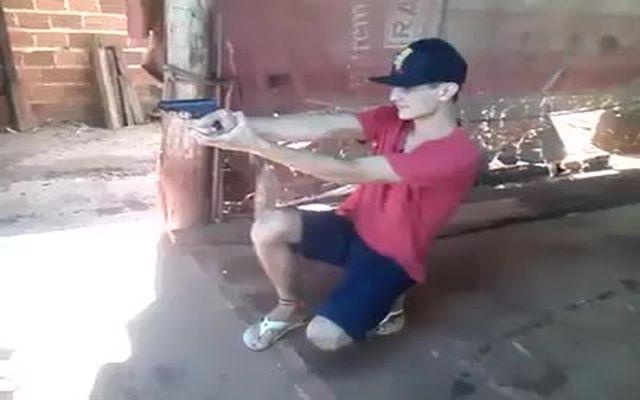 Пистолет с серьезной отдачей (442.137 KB)