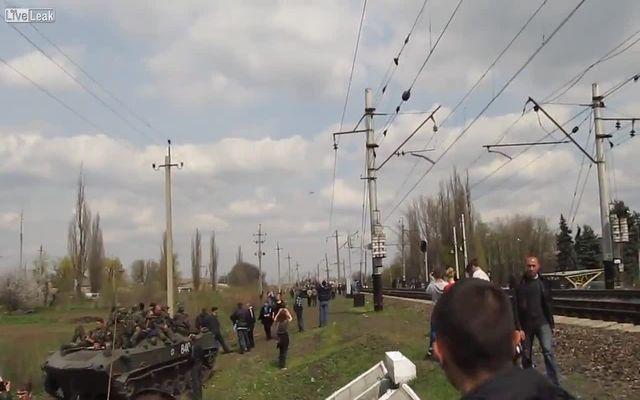 Низколетящий самолет на Украине (1.453 MB)