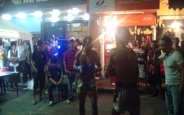 Уличная битва двух тайцев (7.427 MB)